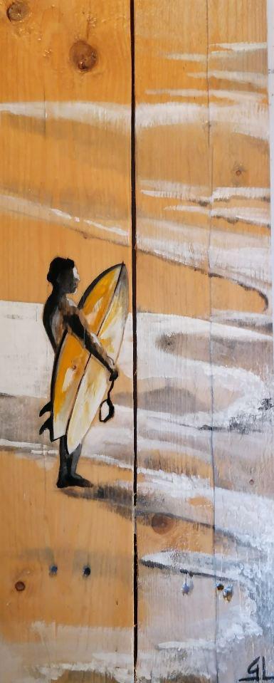 surfeur peint sur palette en bois - Gilles Lavie Artiste du Pays Basque
