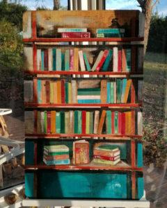 bibliothèque de livres colorés par Gilles Lavie artiste peintre du Pays Basque
