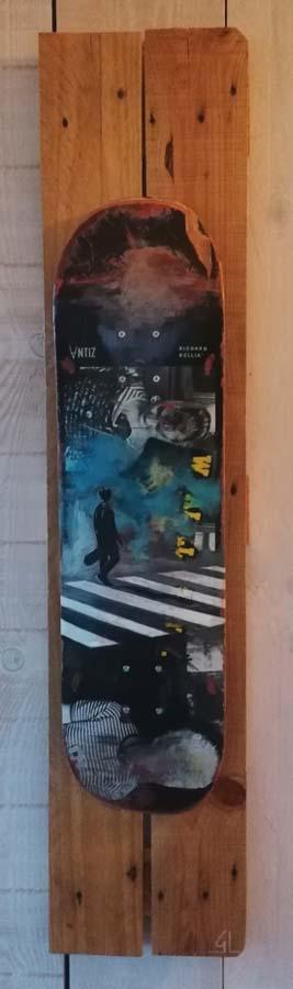 Peinture sur skate par Gilles Lavie, peintre urbain du Pays Basque