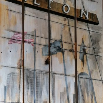 Peinture des drapeaux de la façade du Hilton